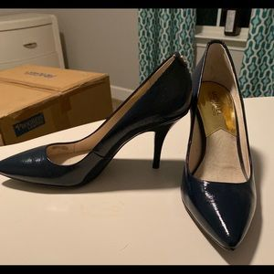 Michael Kors Navy Patent leather pumps